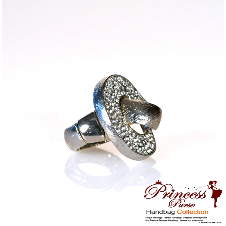 fashionable bold silver color ring w rhinestone accent