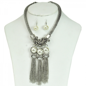 Oversized Small Chainlinks Detail Accent with 3 Circular Half Moon Attachments with Martching Earrings - Silver